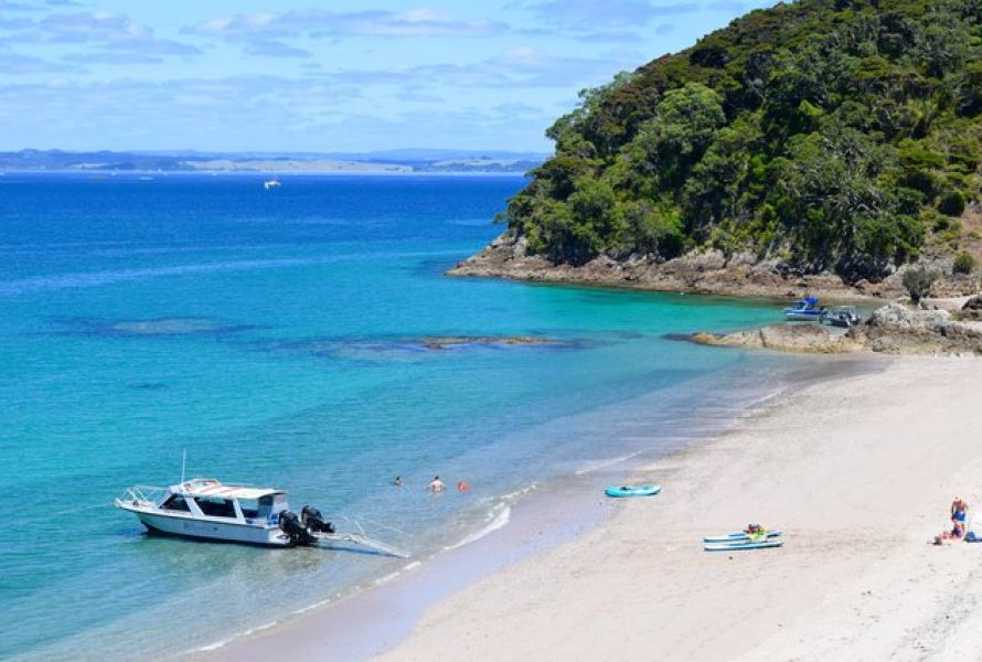 Intimate discovery of the Bay of Islands